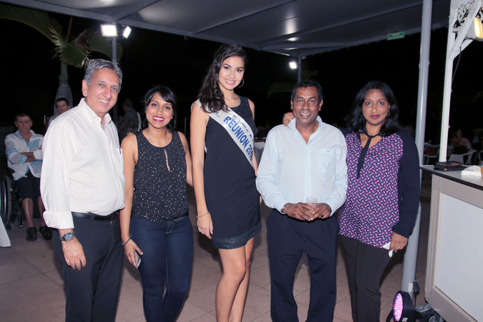 Aziz Patel et Ambre N'guyen avec Sabrina Sinama et ses parents