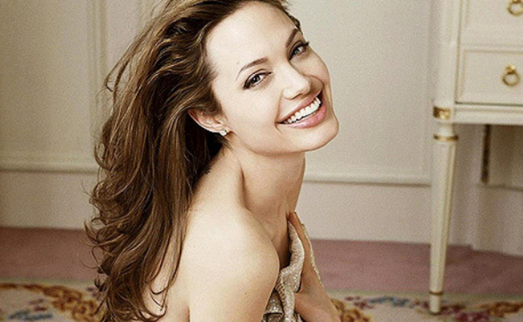 Angelina Jolie a viré son frère nounou