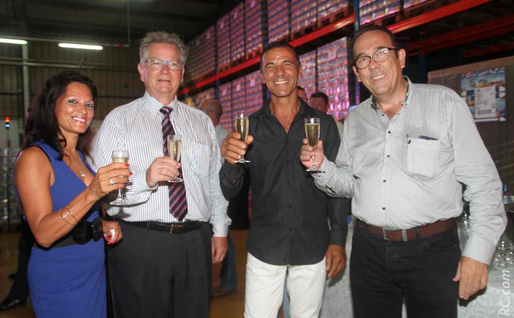 Bernard Aubery, PDG, et Benoît Rimbaud, directeur général de Grand Sud Productions avec un de leur clients