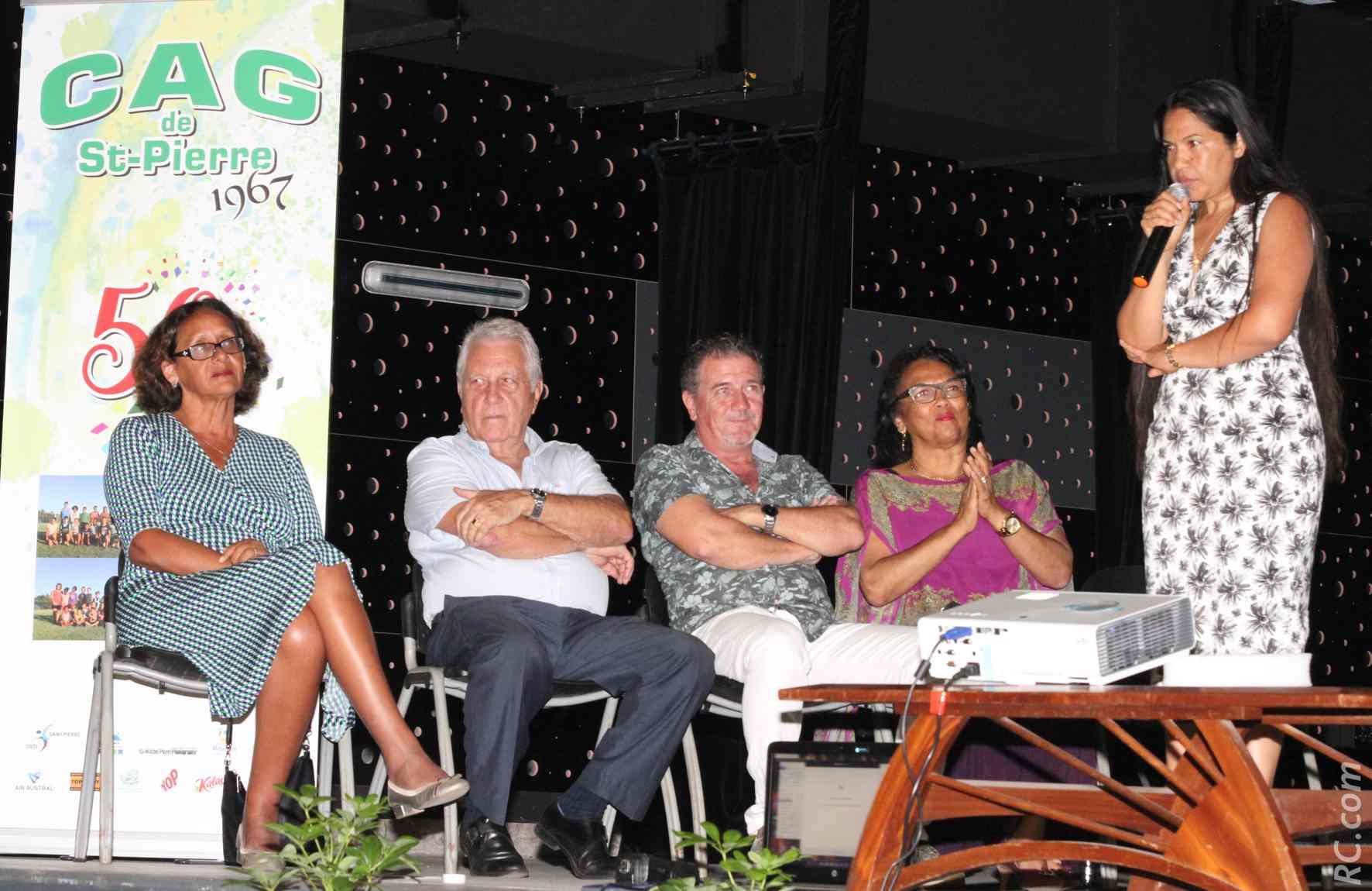Le discours de Dehviany Joany, présidente du CAG, avec à ses côtés Denise Hoarau, conseillère régionale, Robert Lamoureux, co-fondateur du CAG, M. Dubourgeal et Béatrice Sigismeau, adjointe au maire de Saint-Pierre
