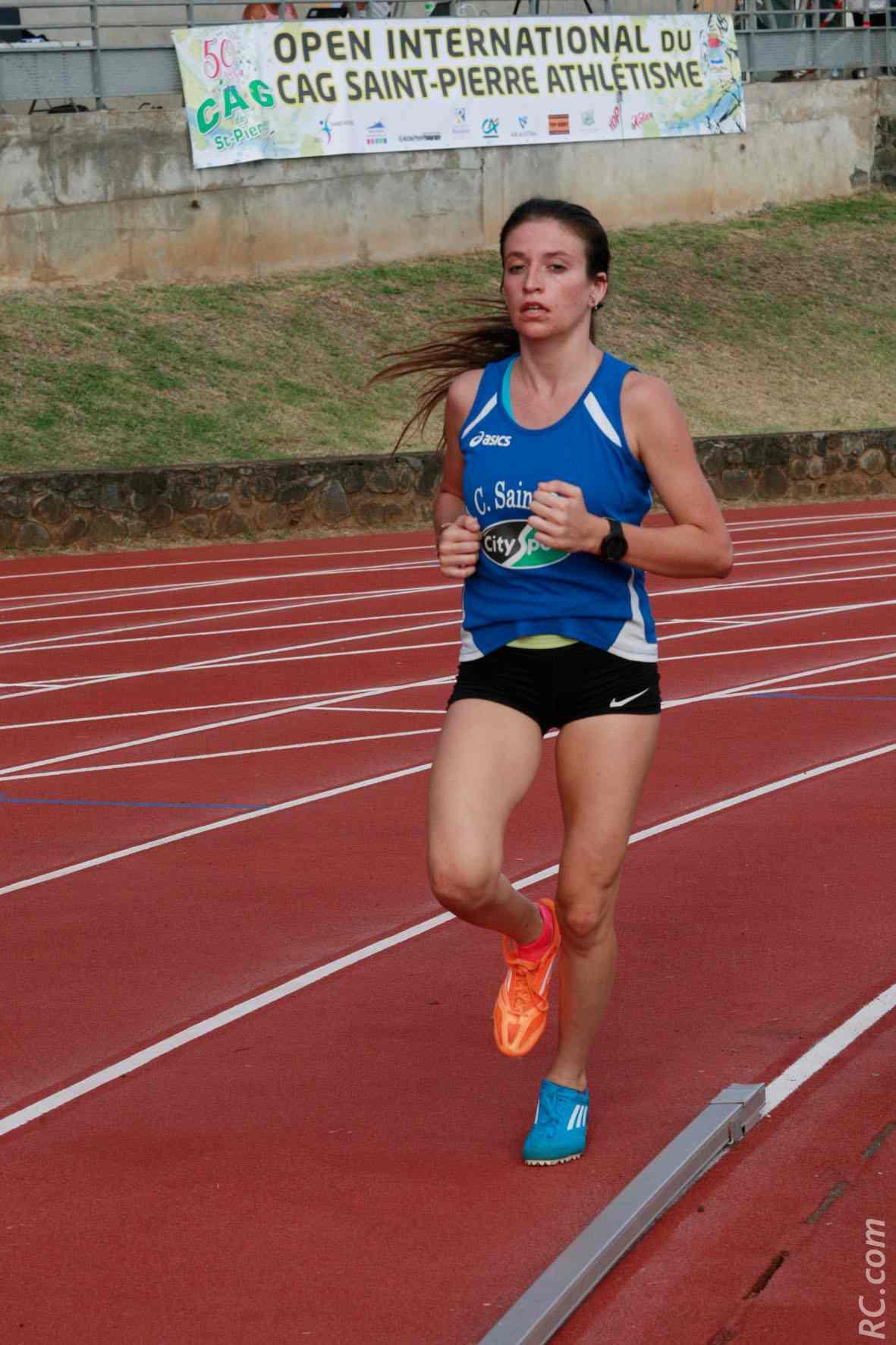 Justine Chagnaud, de l'AC Saint-Paul, vainqueure du 1500 m