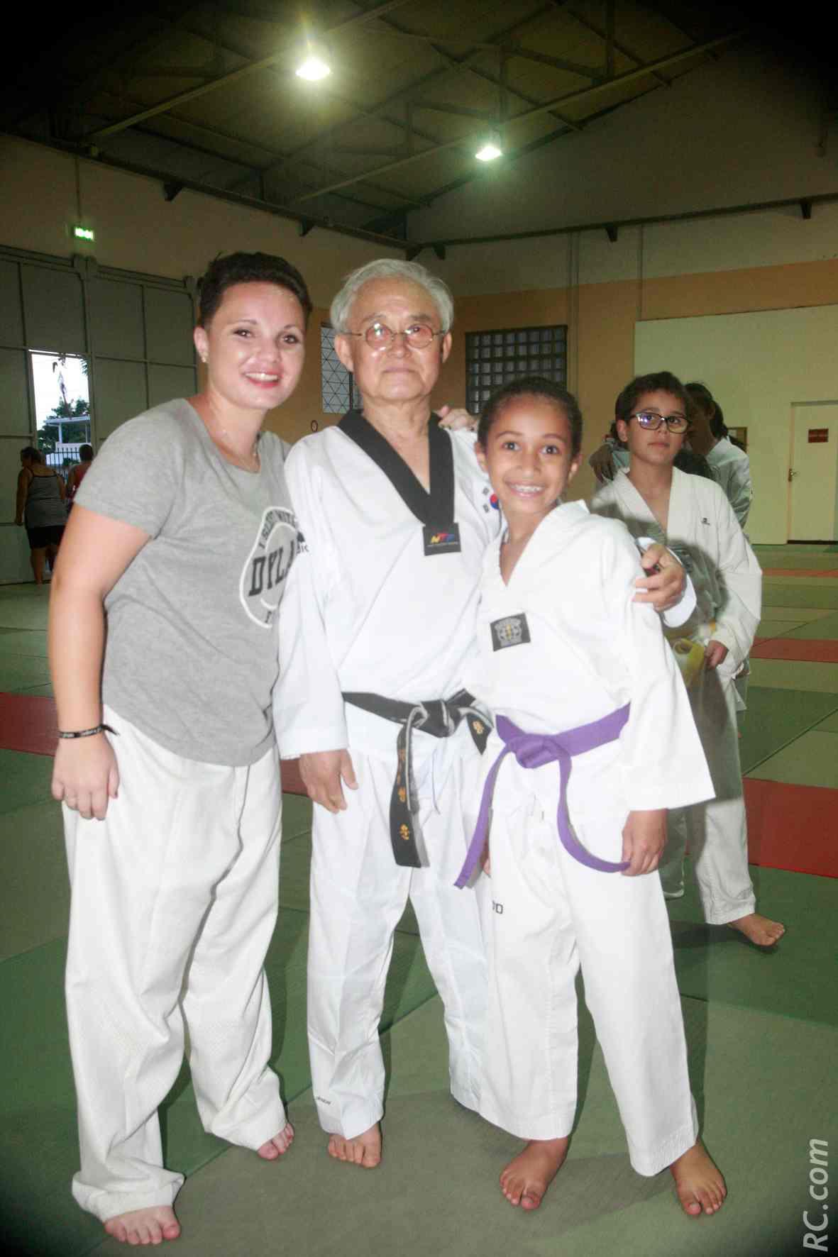 Julie Rivière coach au Tampon Dojang, Maître Kwon Young Un et Gwendauly Niclin