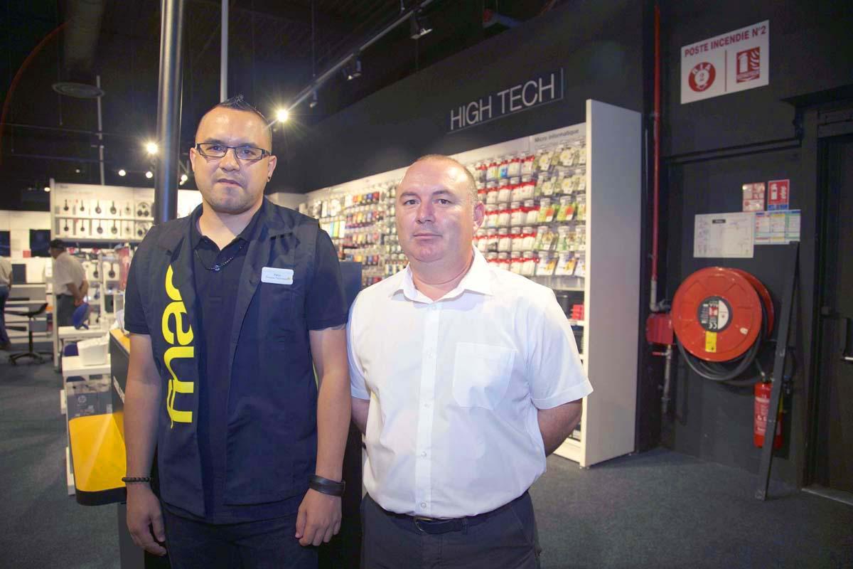 Yann Corbière, service produit technique, et Jimmy Morel, responsable billetterie Théâtres Départementaux