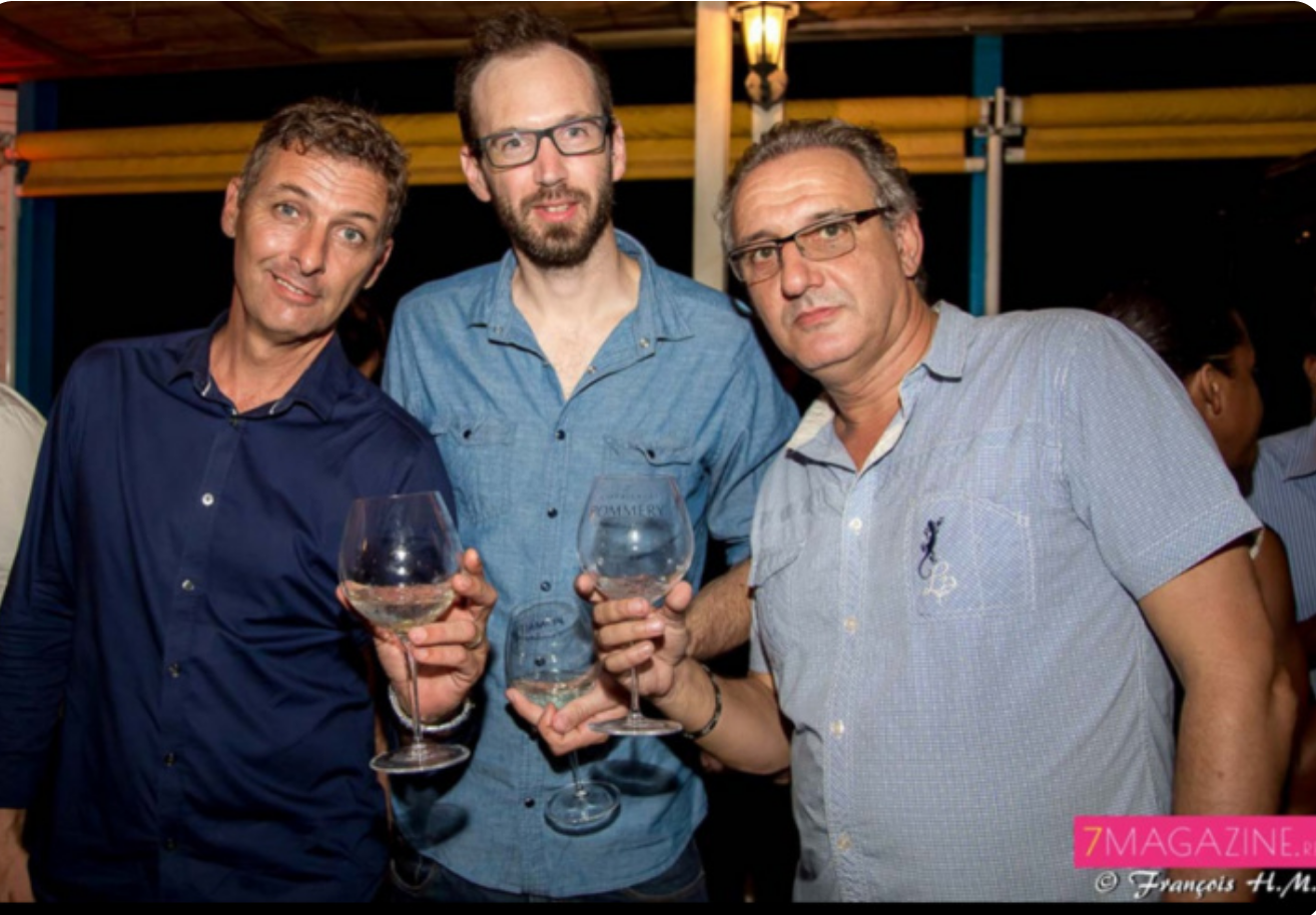 Géo, animateur, un ami, et Lionel Pelliquier, directeur de l'Effet péi