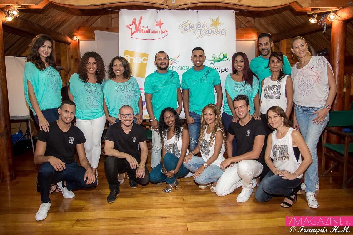 Vanessa Cazal, organisatrice de Vitadanse (à droite), avec les stars péi et leurs danseurs (ne manquait que Maroni ce jour-là)