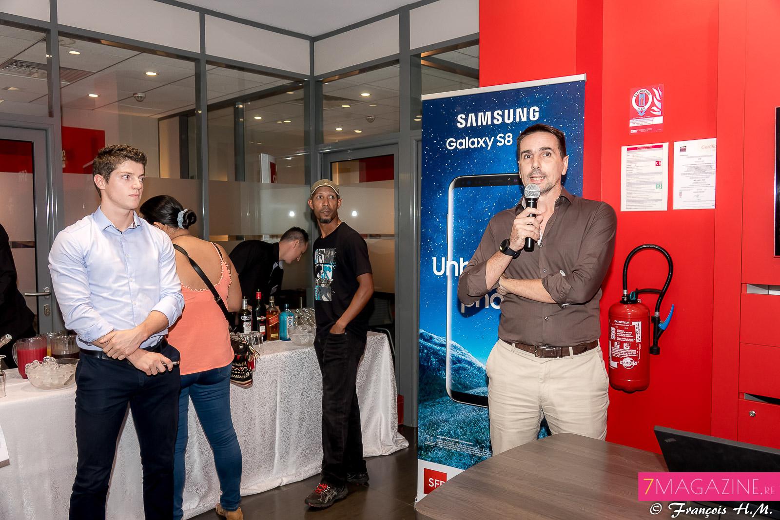 Au micro, Arnaud Serron, chef de produits terminaux, a effectué la présentation du nouveau mobile