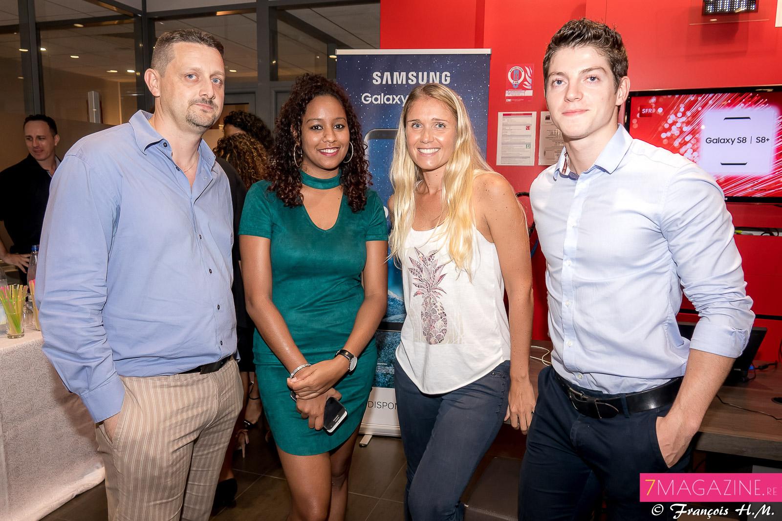 Sébastien Gomer, responsable de la boutique en ligne, Adeline Banor,  chargée de com', Julia Gully, Community Manager, et Simon Thouin, assistant chef de produit