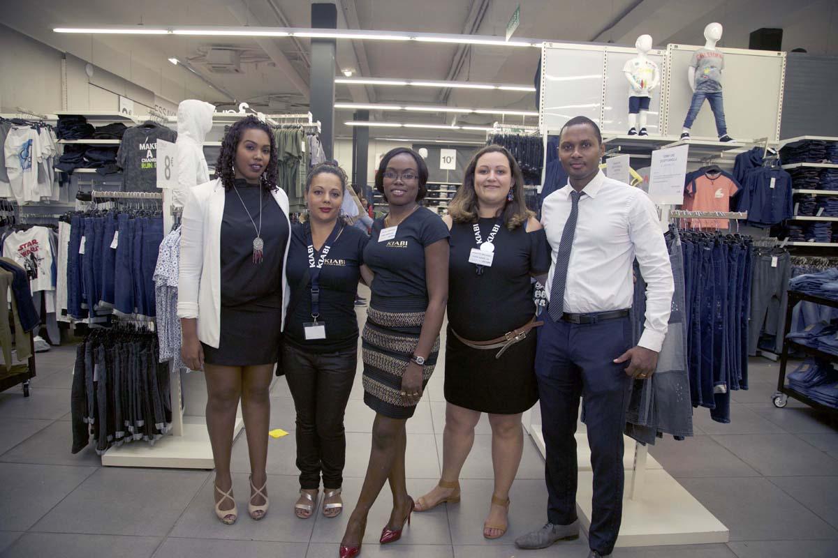 Eva Barbe (à gauche) et l'équipe du magasin Kiabi Saint-André