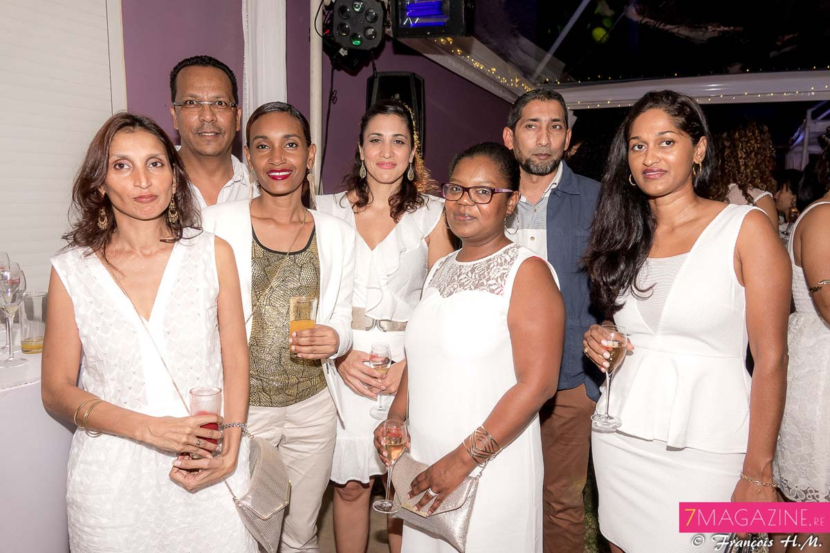 L'équipe Blue Sky: Michella Ramassara, Jean-Pierre Sermande, Amina Bobate, Linda Remule, Linda Dijoux, Hassim Ghanty, et Annie Sinimalé