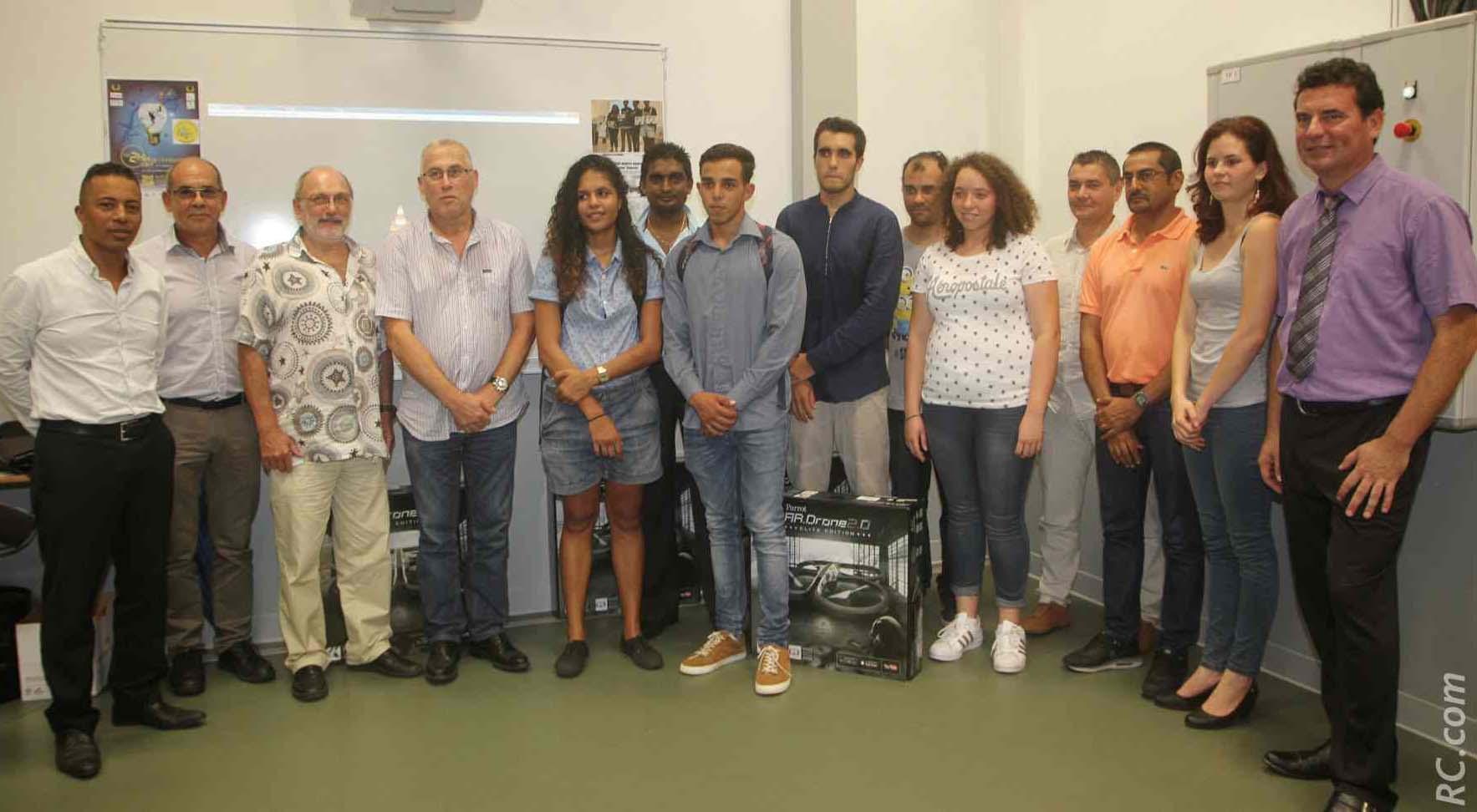 Les lauréats avec les professeurs et les membres du Jury du Prix de l'Innovation qui est un évènement proposé par l'ESTIA de Biarritz depuis 2007