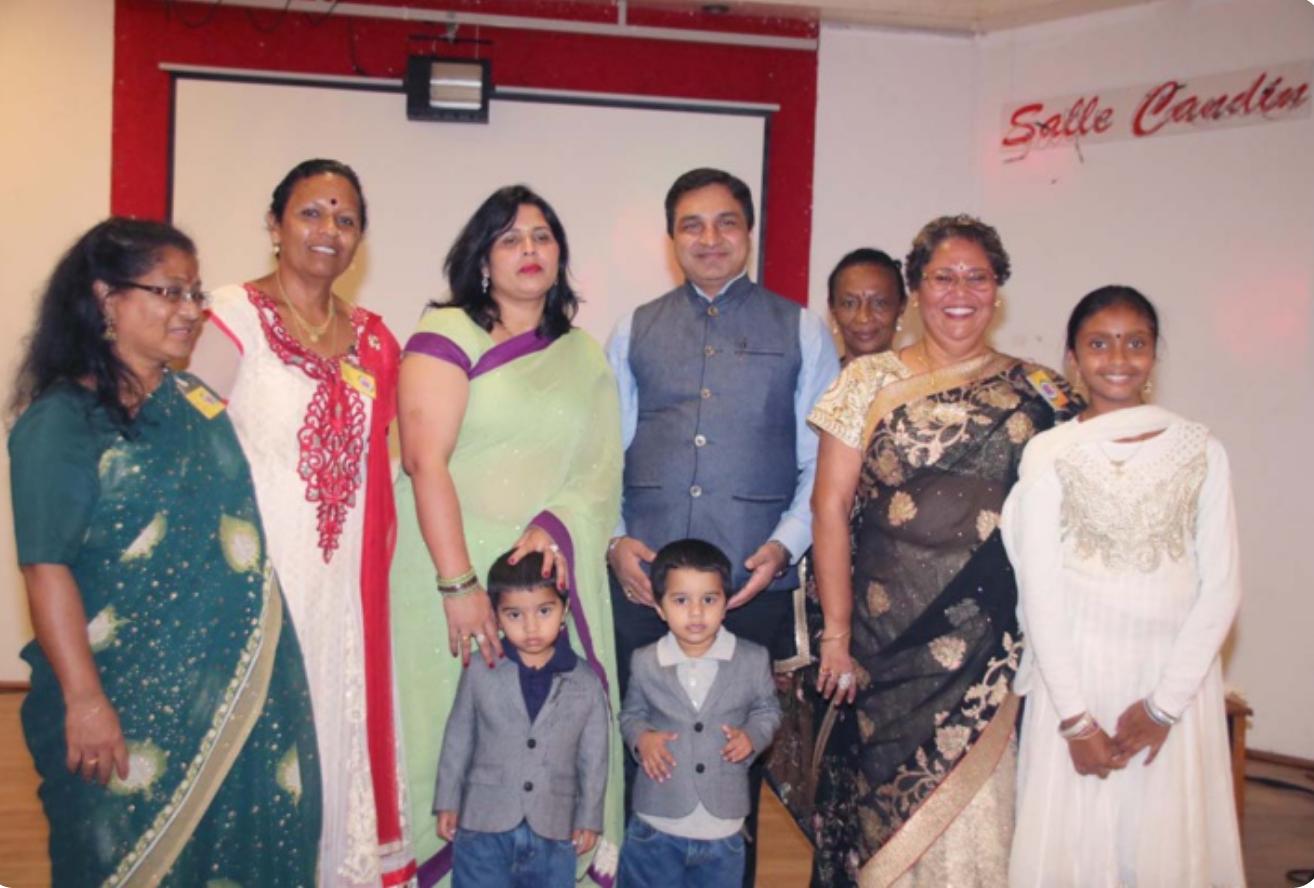 Sanjeev Kumar, son épouse et leurs jumeaux avec Tamij Sangam