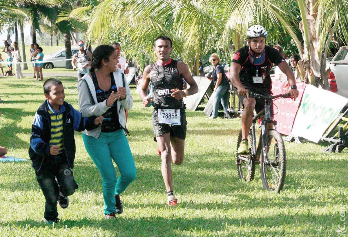 Vishal Itoo vainqueur des 35 km, à l'arrivée à l'hôtel Tamassa
