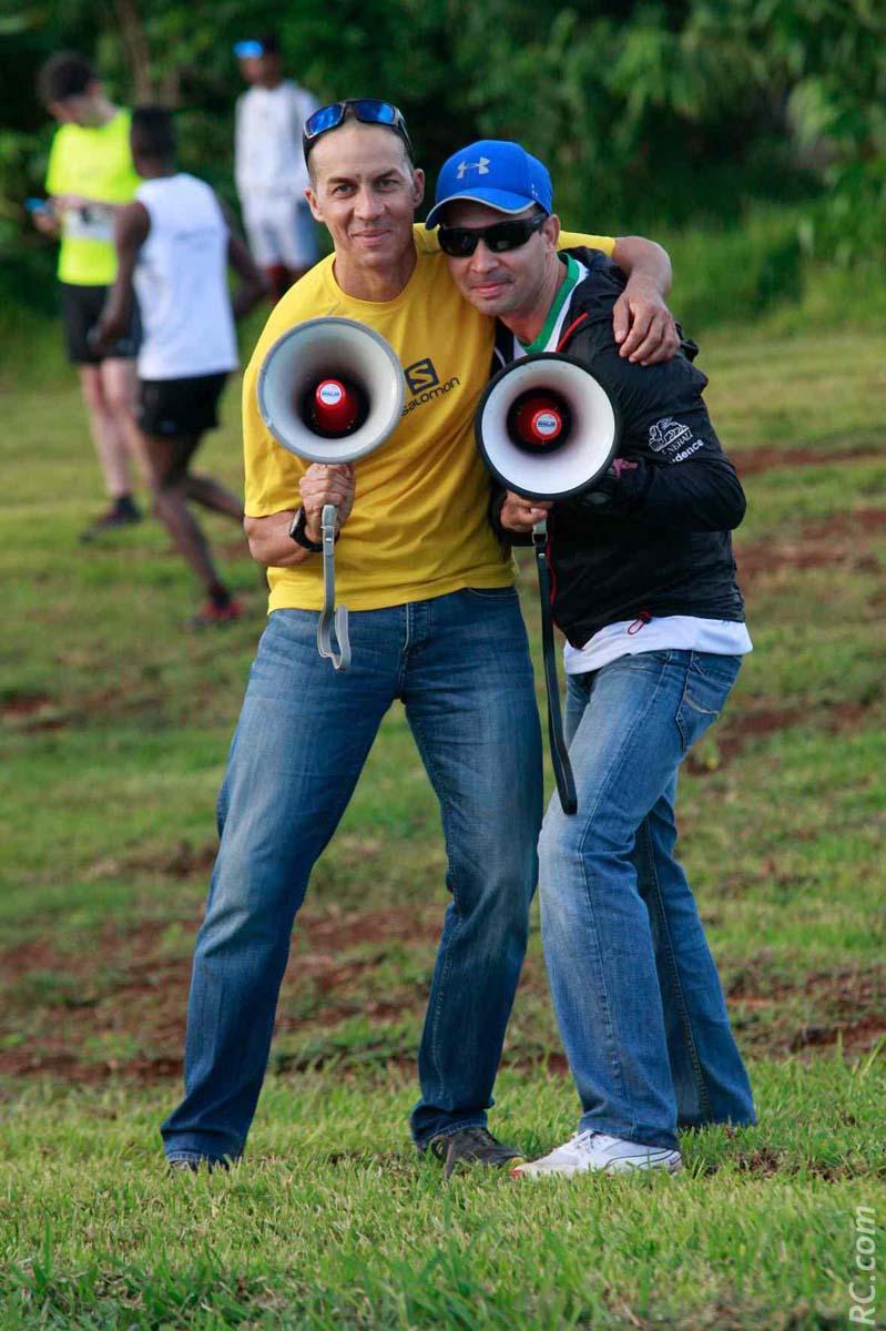 Les deux « comiques » Ti-Dash et Johnny ont commenté les arrivées à Tamassa