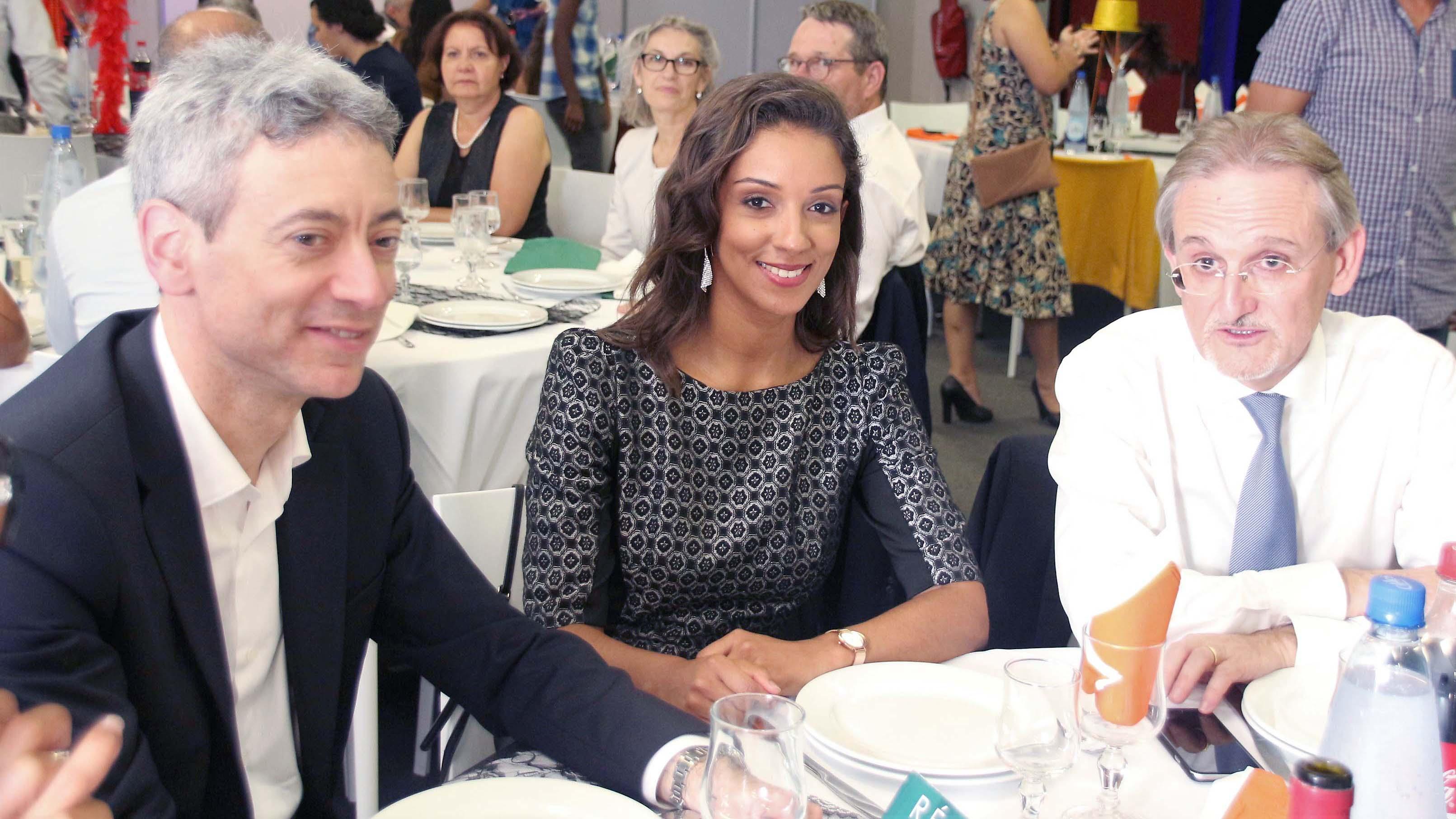 Sylvain Burel, directeur de la communication Groupe Groupama, Laura Chateau, animatrice de la table ronde, et Alain Baudry, directeur général Groupama Océan Indien