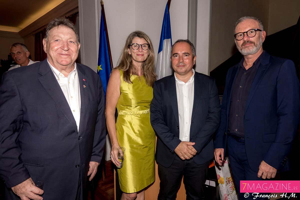 Jean-Claude Pech, consul honoraire des Seychelles à La Réunion, Frédérique Sorain, Bernard Faille et Pascal Montrouge, les directeurs des Théâtres Départementaux