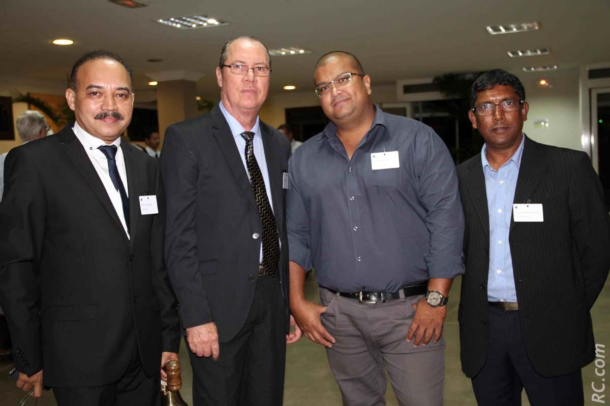 Pierre Hoolodor, Guy-Pitou Fontaine, et Gwenaël Moutien, conseillers, et Roland Bandama-Atiama, formateur
