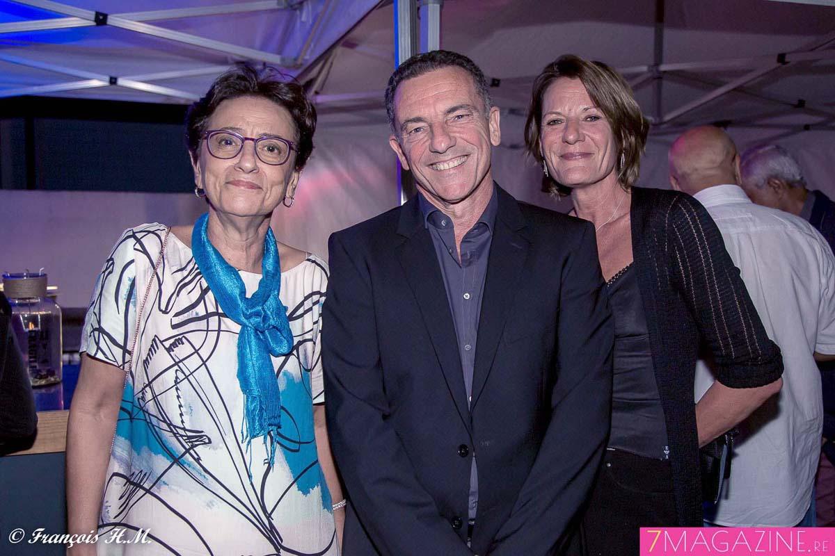 Geneviève Graulich, l'épouse d'Alain, Jean-Marc Grazzini, directeur général adjoint d'Air Austral, et son épouse