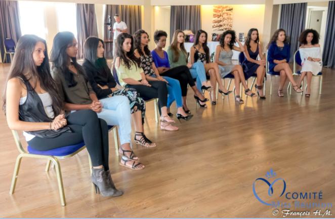 [PHOTOS] Premières répétitions pour les candidates Miss Réunion 2017
