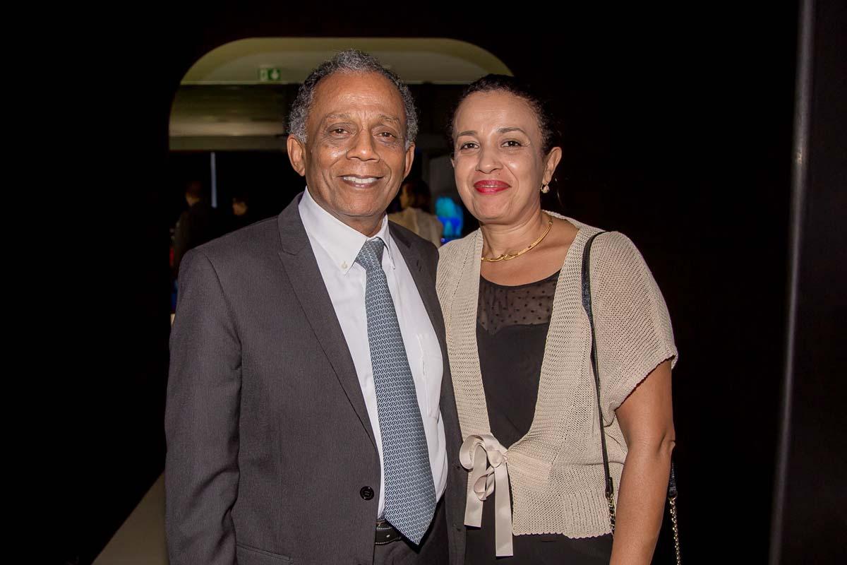 Gilbert Annette, maire de Saint-Denis, et sa compagne