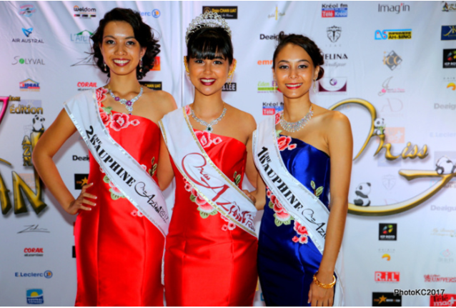 Amandine Vi Tong Miss Azian Réunion 2017 entourée de Mélissa Lo Line Mei 2ème dauphine et de Noémy Wong Hon Wah 1ère dauphine
