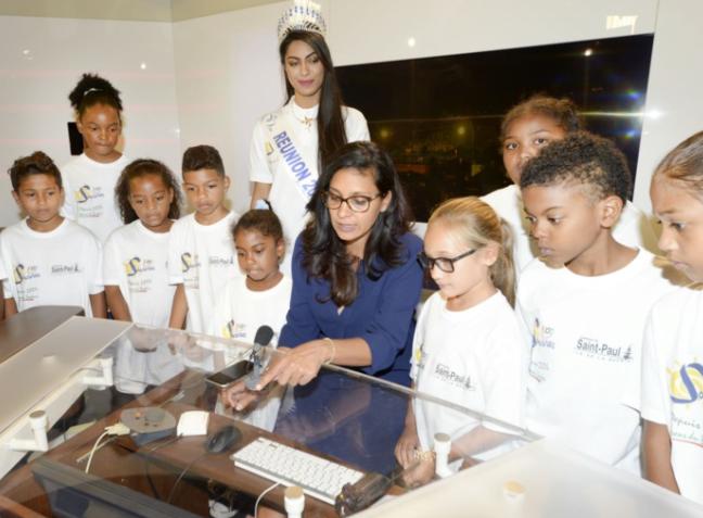Miss Réunion avec les marmailles de 1000 Sourires dans les coulisses de la télé
