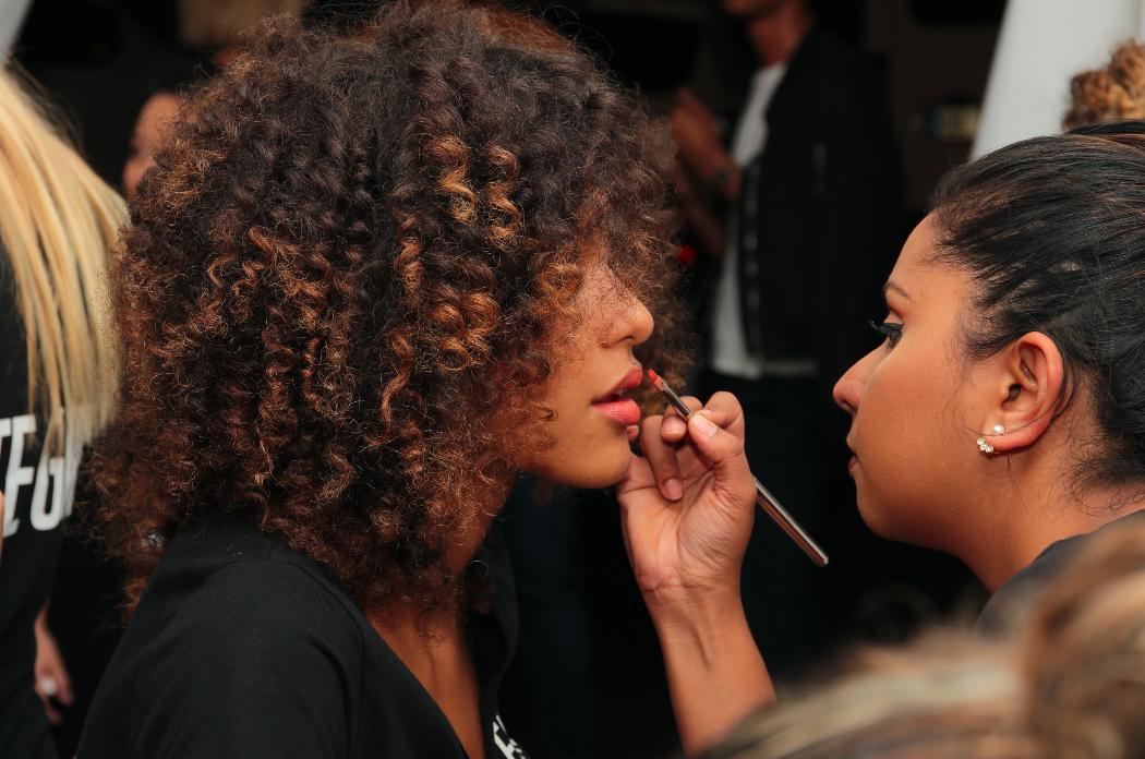 Retouche maquillage pour Rufine avec les magiciennes d'Inglot