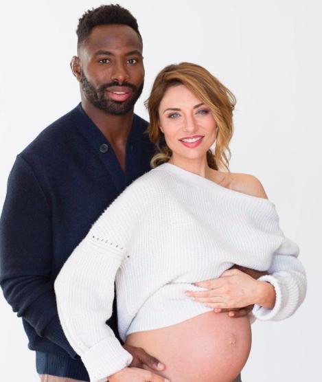 Ariane Brodier fière du métissage de son bébé.