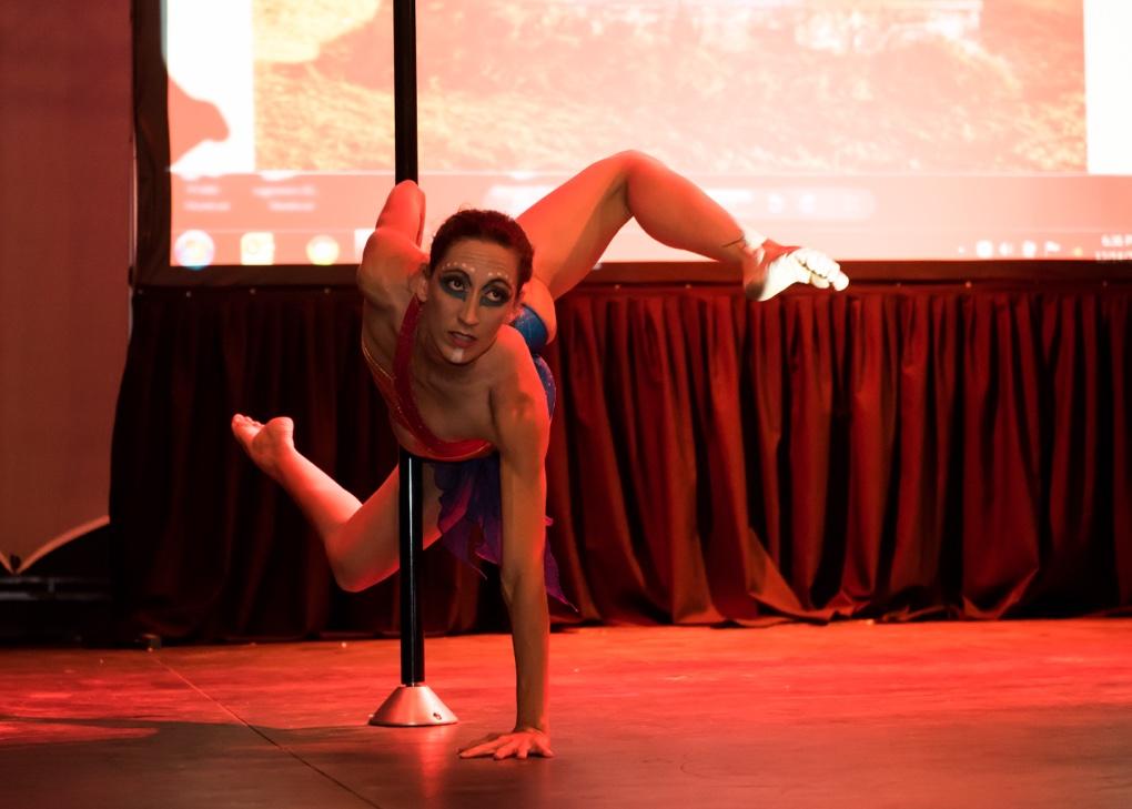 Marie Lauret-Stepler : championne inter régionale de Pole Dance Outremer
