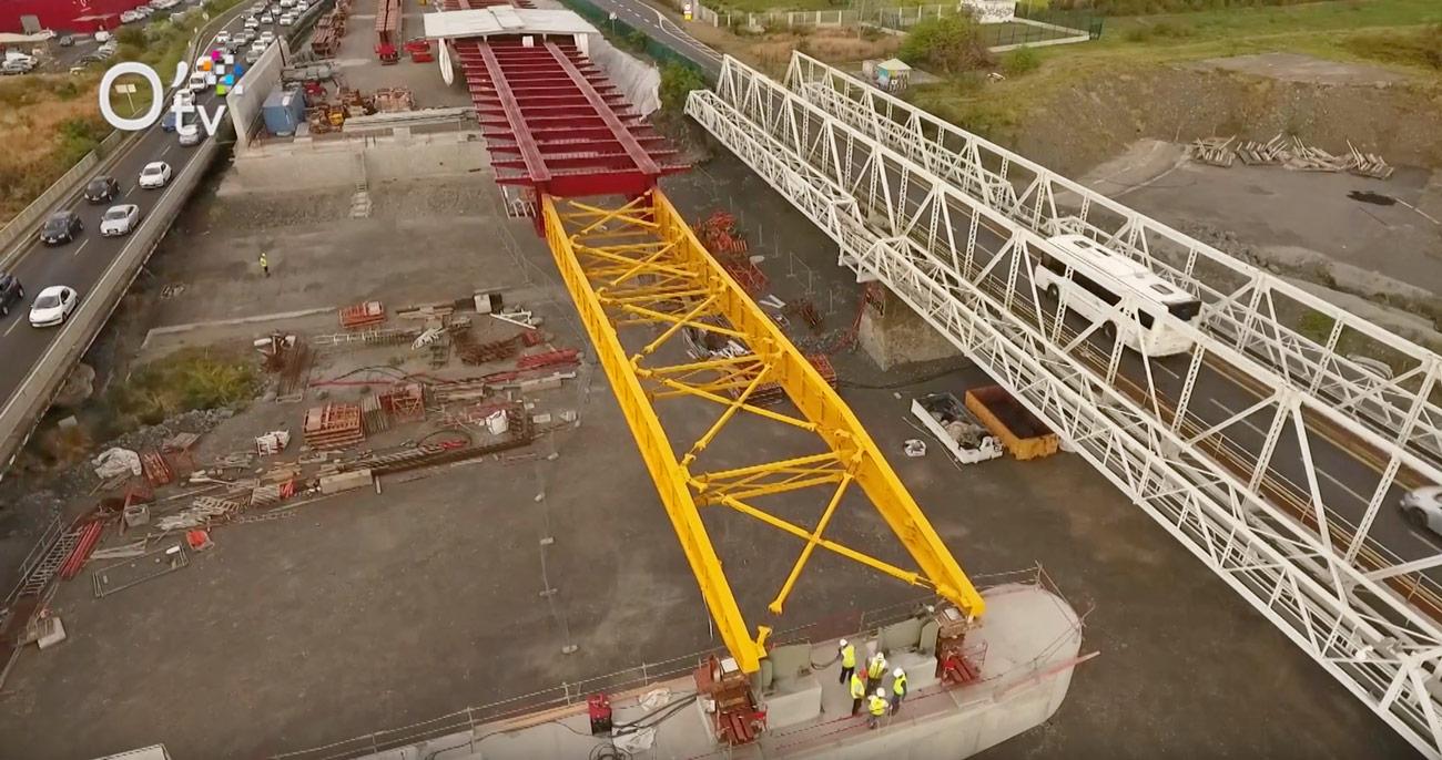 Le chantier du pont de la rivière des Galets