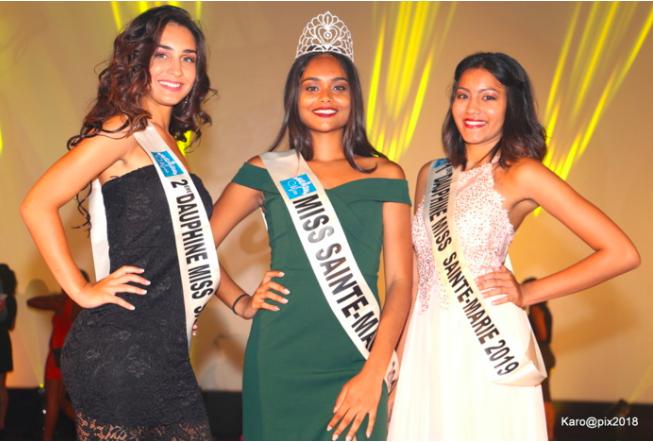 Elsa Ramassamy Miss Sainte-MArie 2019 entourée de Nadirah Cuvelier 1ère dauphine et de Clémentine Lauret 2ème dauphine