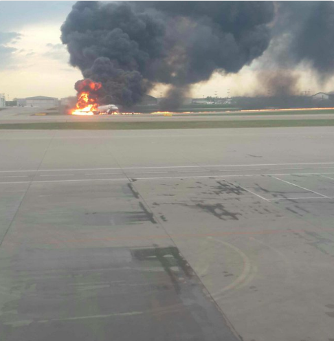Un avion en feu en Russie: un atterrissage d'urgence mais 13 morts