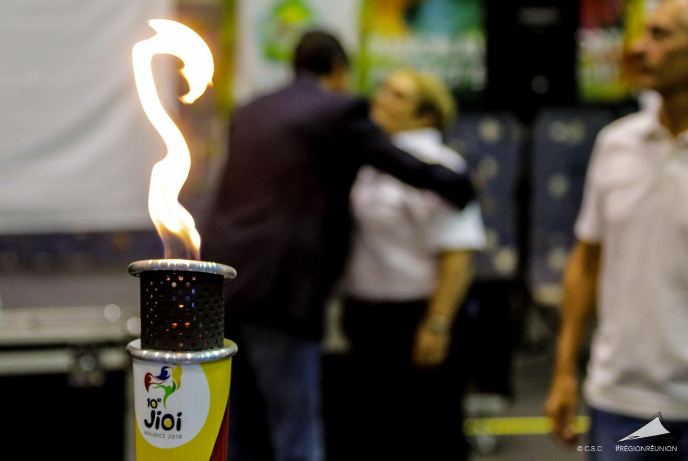 Passation de la flamme des JIOI entre la Réunion et l'île Maurice