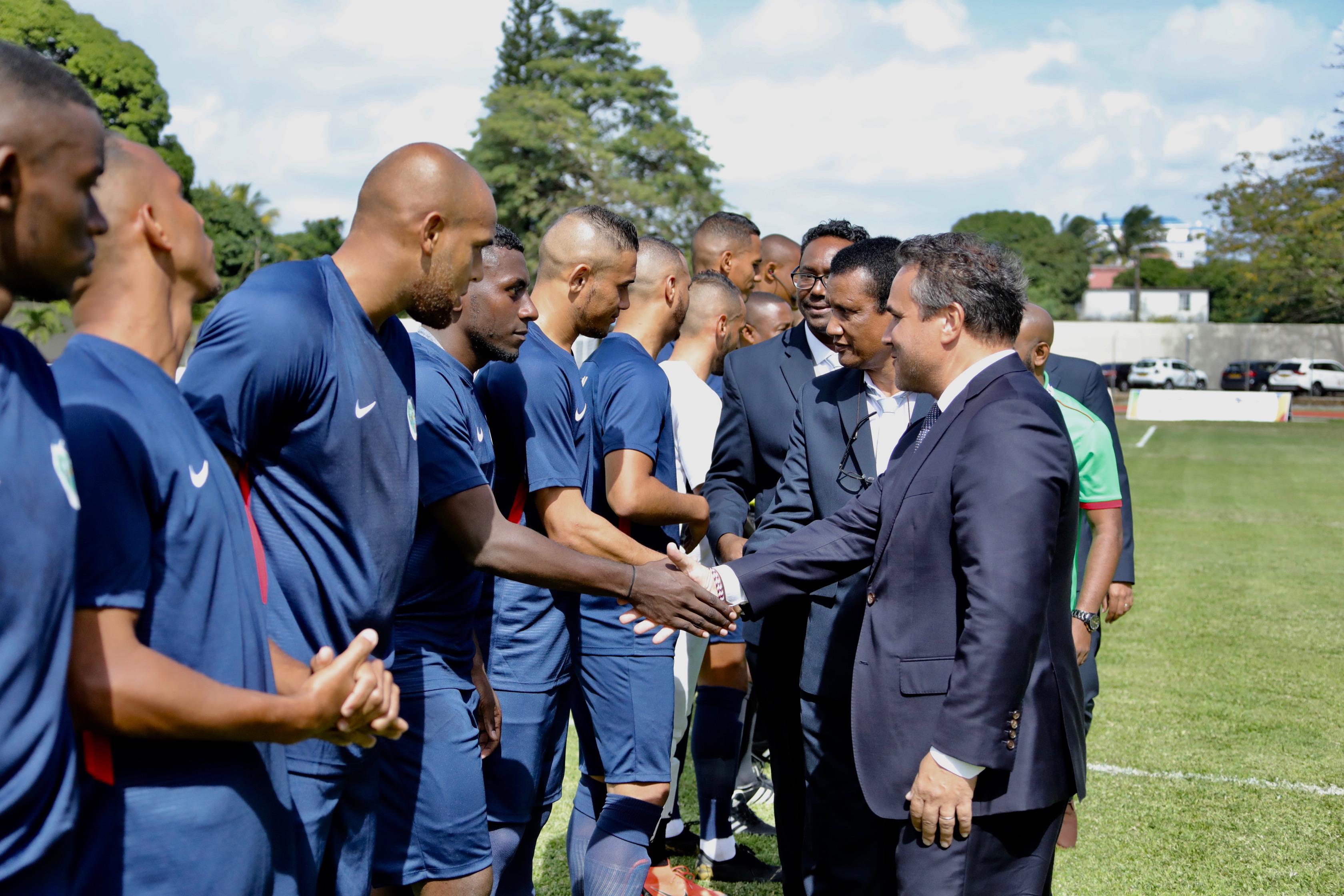 10 ème Jeux des Îles de l'Océan Indien : Didier Robert assiste à la première rencontre de football