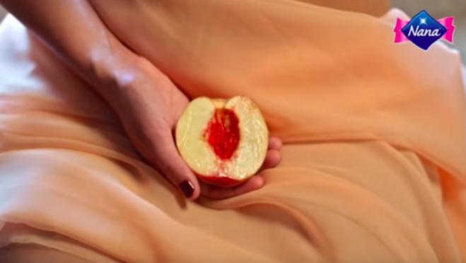 """▶️ """"Viva la vulva"""" : Une pub pour les serviettes hygiéniques choque les téléspectateurs"""