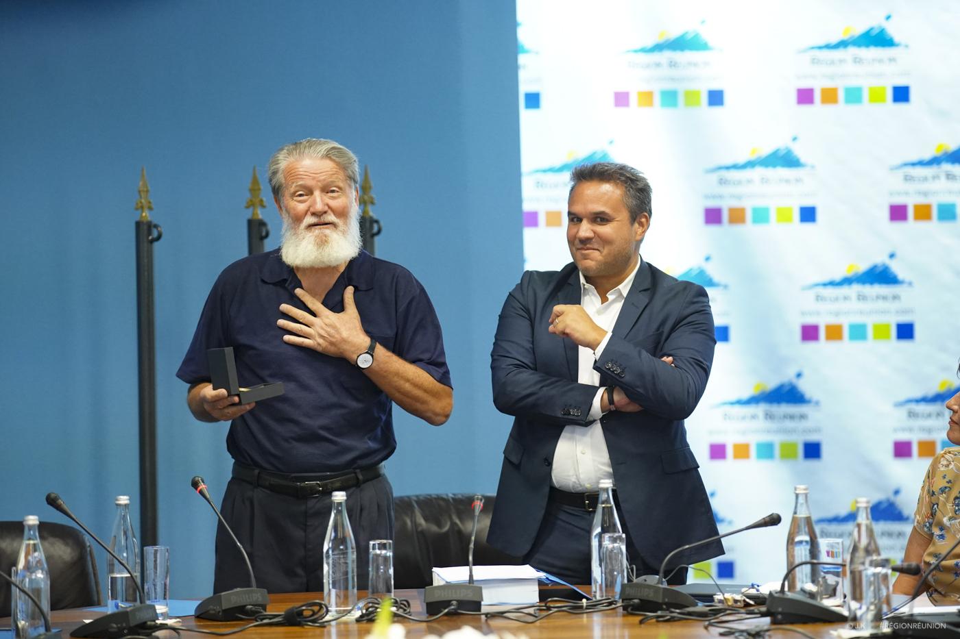 Didier Robert et les élus de la Commission Permanente saluent l'action du Père PEDRO