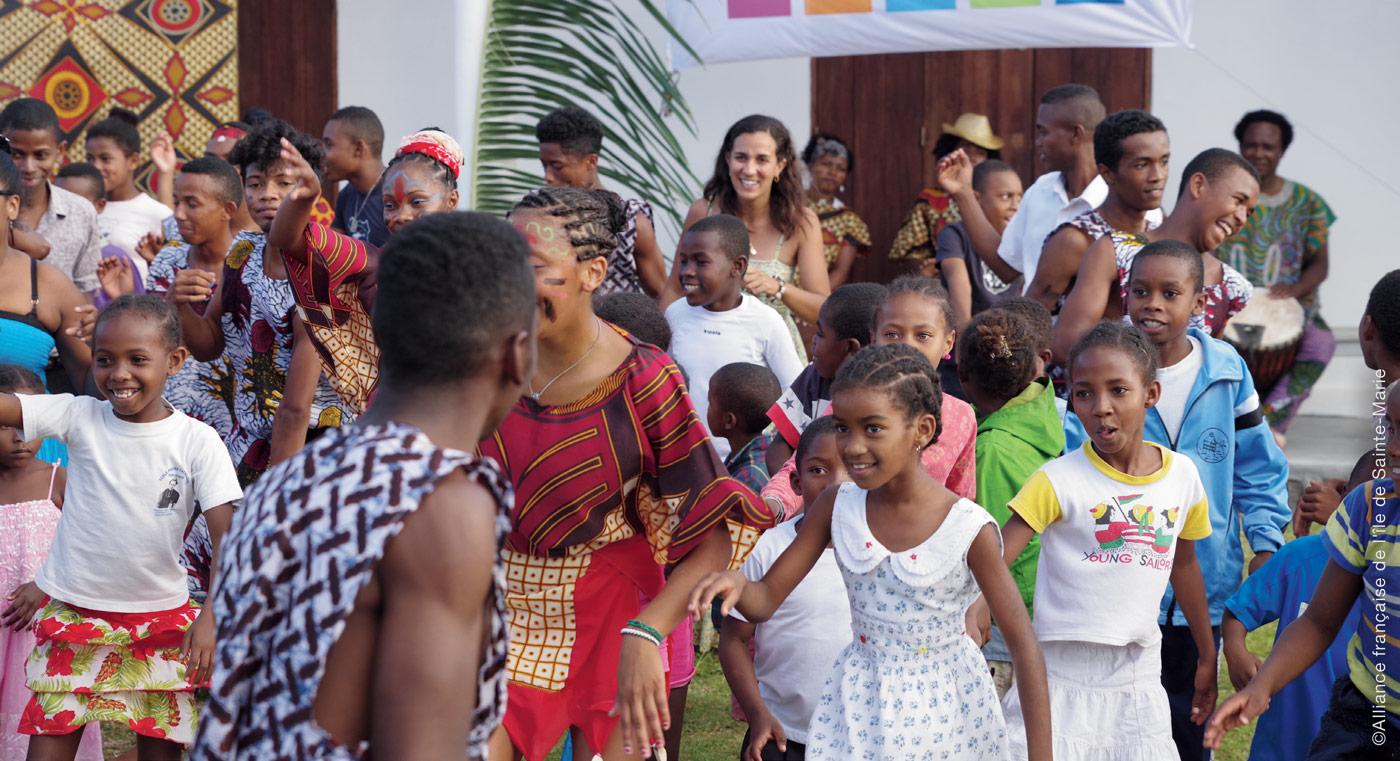 Le volontariat international : L'engagement, la mobilité et l'insertion des jeunes réunionnais