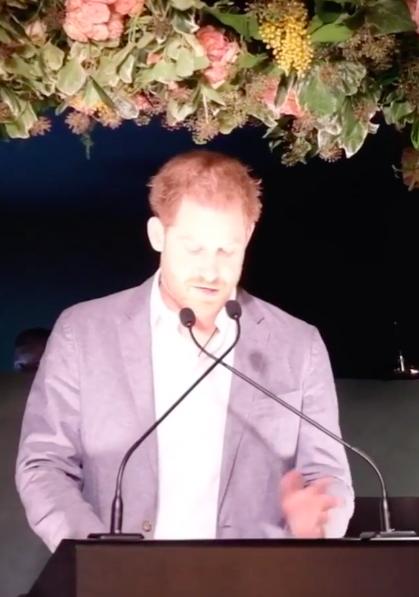 """Le Prince Harry parle et fait part """" d'une grande tristesse """""""