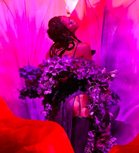 Rihanna utilise un son issu d'un hadîth pour un défilé de lingerie et choque