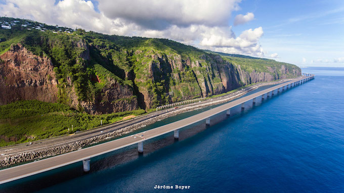 Livraison du second viaduc de la Nouvelle Route du Littoral, le plus grand ouvrage en mer de France