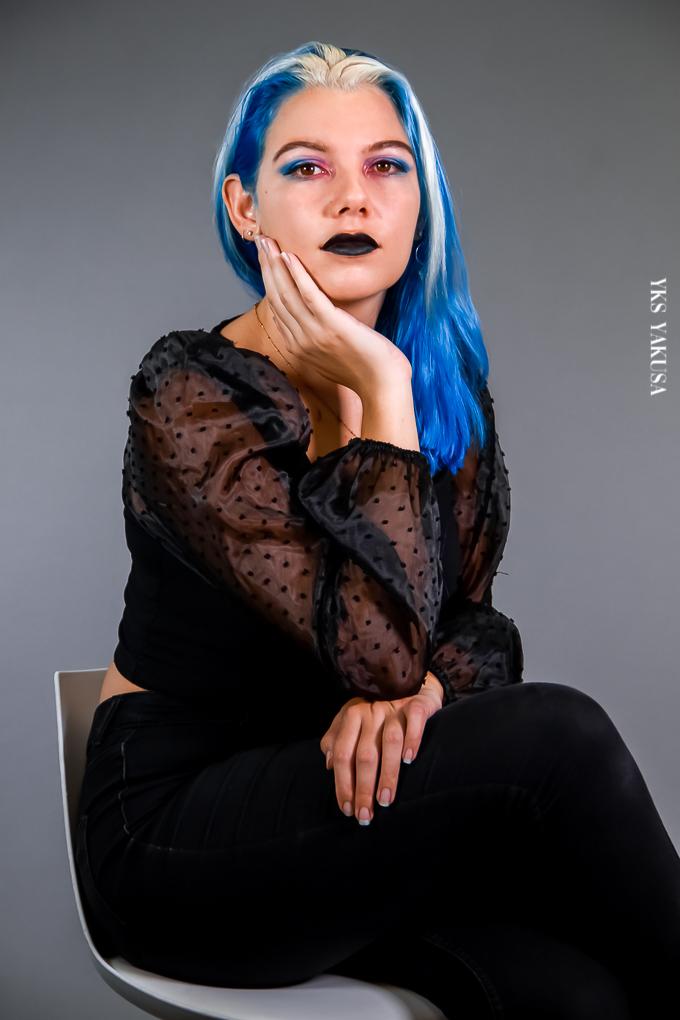 Estelle Lepinay, les cheveux bleus et alors?