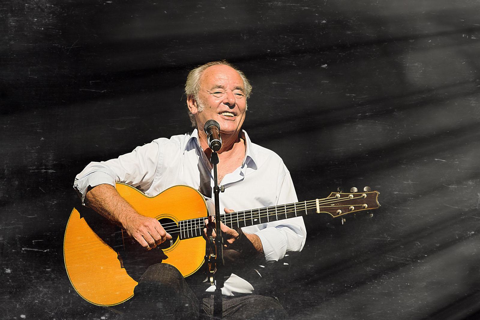 Maxime Le Forestier en concert au théâtre plein air de st-gilles à l'île de la Réunion avec SFR