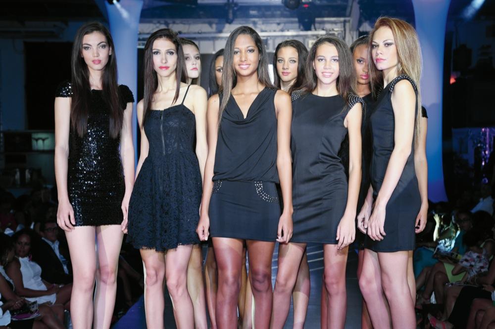 Raissa, au centre, lors de la finale Elite Model Look Réunion, entourée des autres candidates