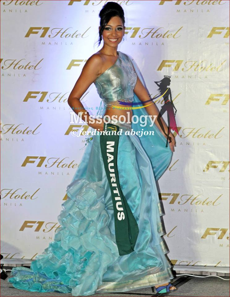 Miss Earth Maurice en costume national