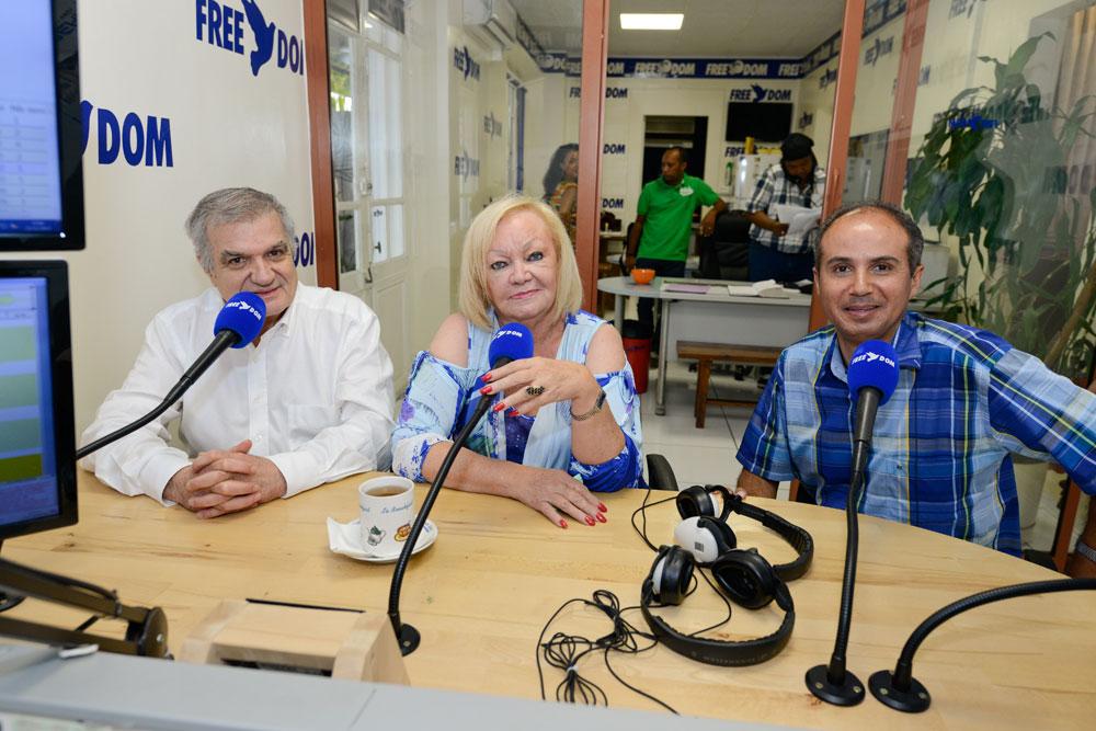Camille Sudre, Madame Aude et Bobby... La recette de la libre antenne  fonctionne toujours aussi bien, les Réunionnais plébiscitent toujours autant  (près de 40% de part d'audience) la radio fondée par Camille Sudre il y a 32 ans