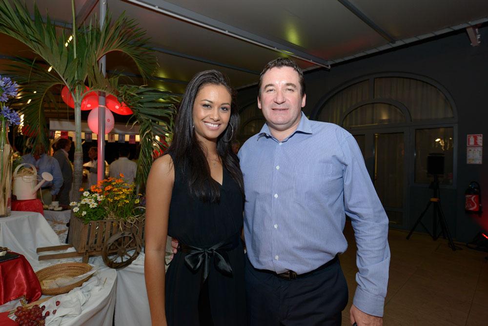 Stéphanie Robert, Miss Réunion 2012  et assistante commerciale au Créolia,  et Pascal Turonnet,  directeur général de l'Hôtel Mercure Créolia