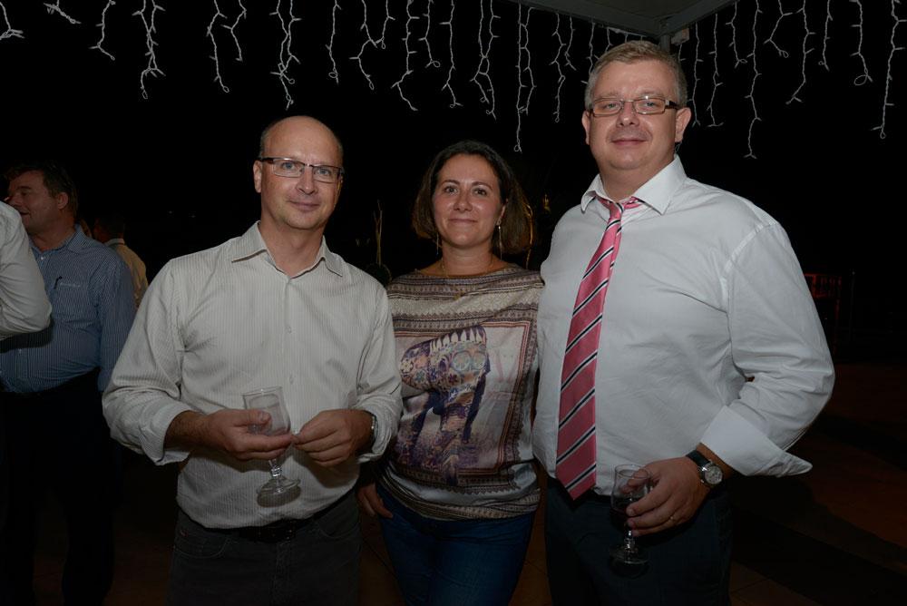Eric Sponem, délégué régional de Helvetia Assurance, Frédéric Cormerois, directeur régional de la Bred Réunion/Mayotte, et son épouse Laetitia