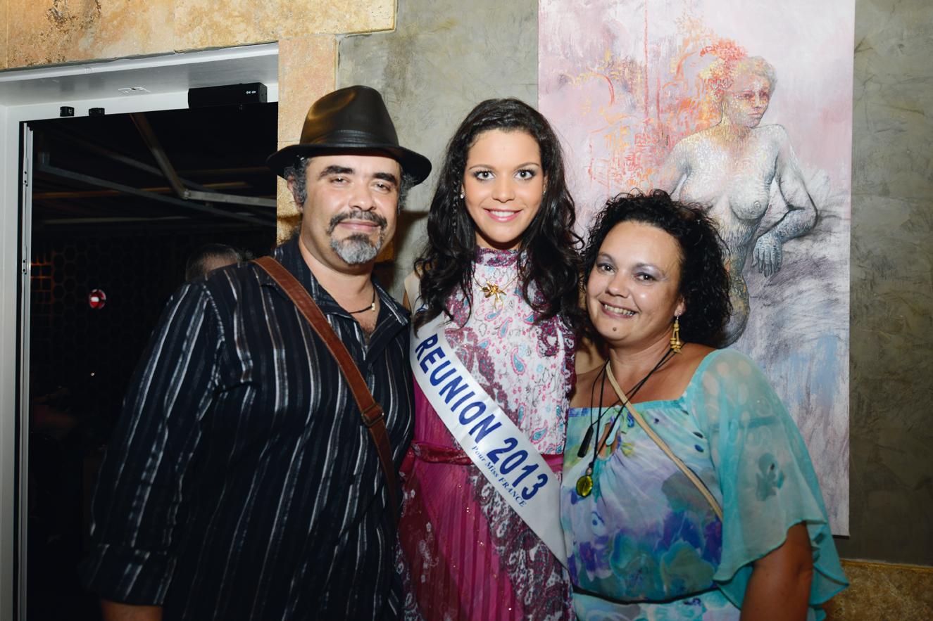 Charly Lesquelin, artiste-peintre,  et son épouse Talise, avec Vanille