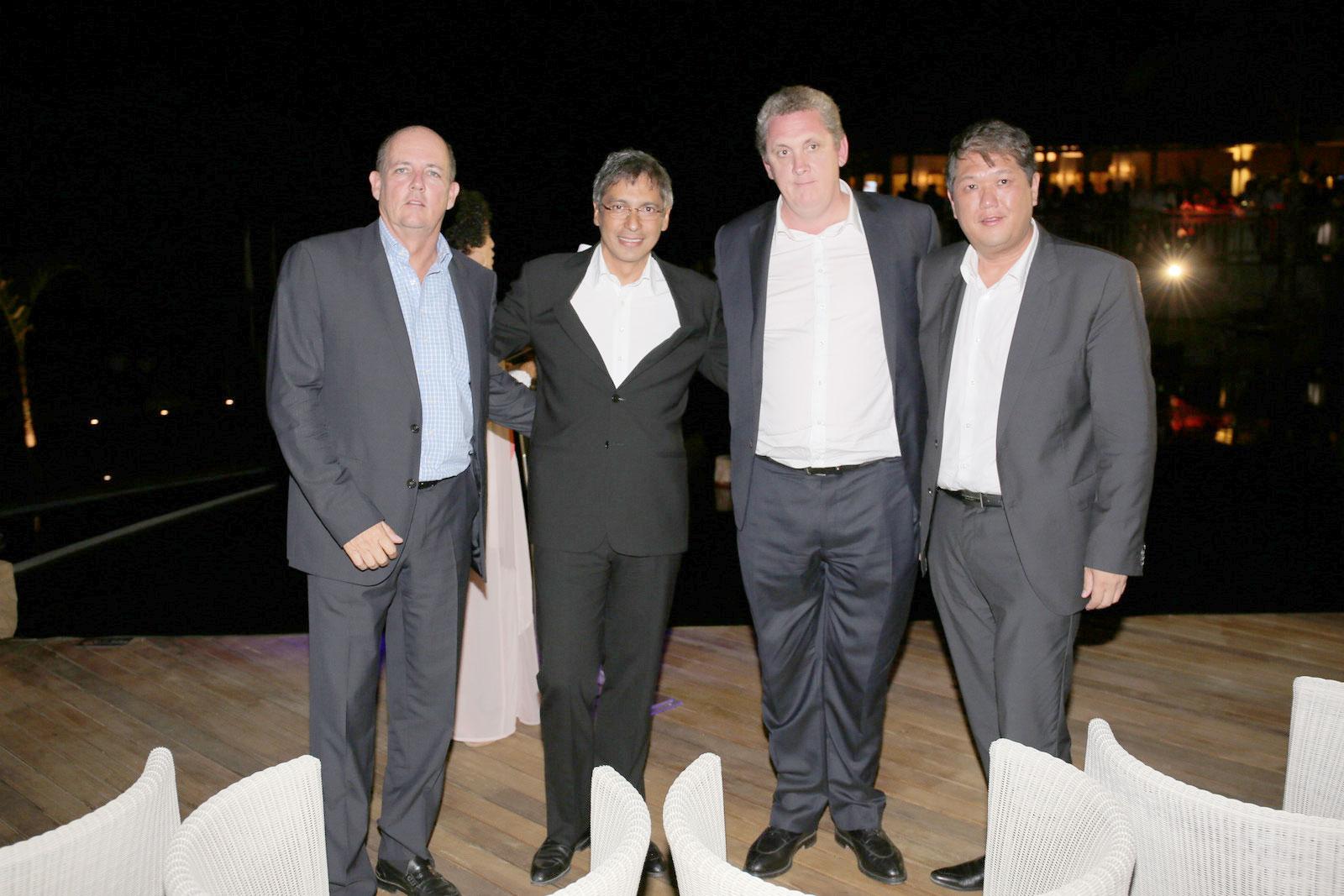 Jean-Michel Pitot, CEO d'Attitude, Hon. Xavier Luc Duval, Vice Premier Ministre,  Jason Harel, Chairman de Zilwa Attitude,  et Hon. Michael Sik Yuen, Ministre du Tourisme et des Loisirs