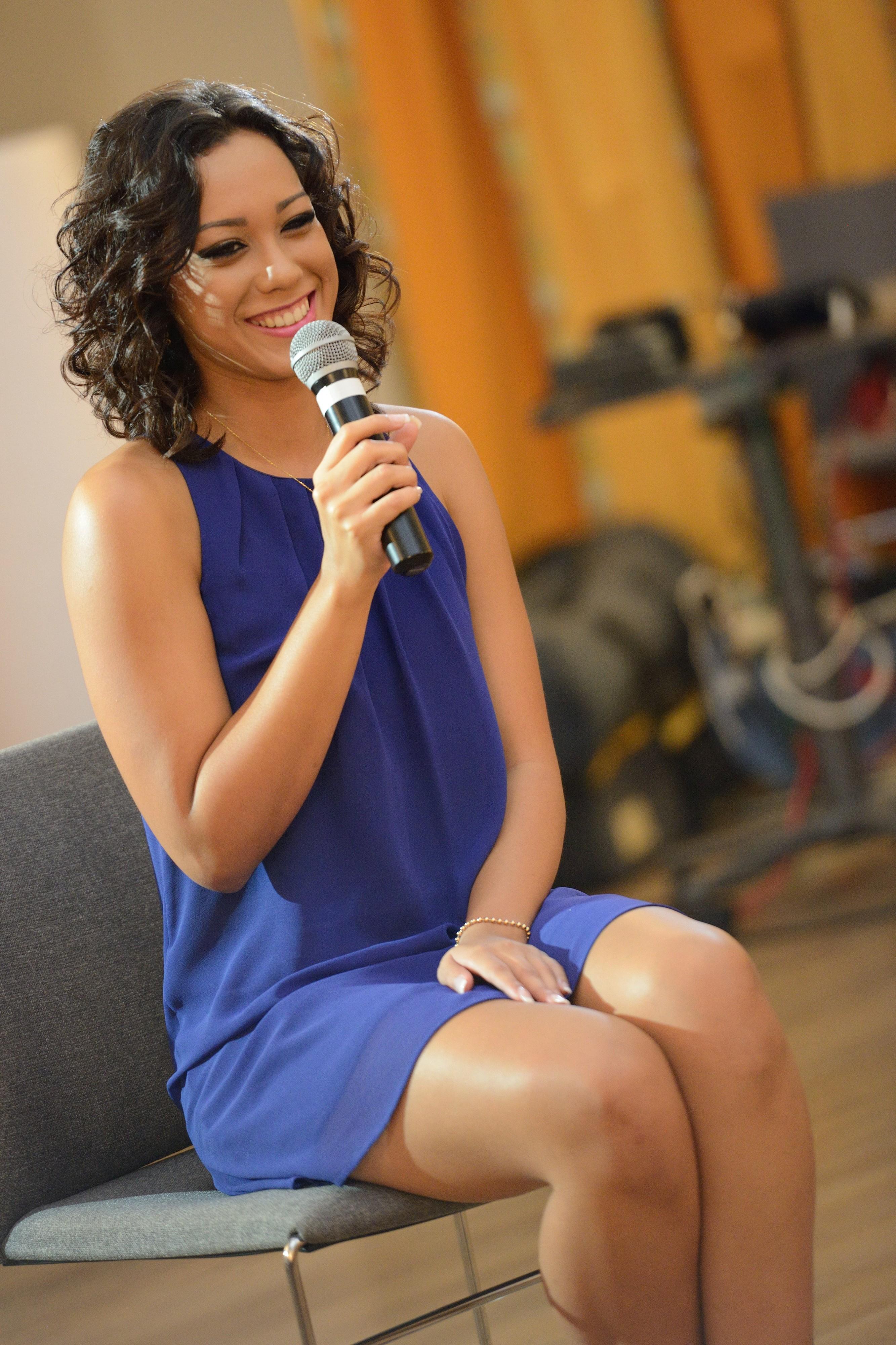 Yasmeine, robe bleue classique, efficace!