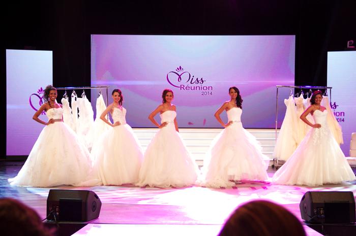 Les 5 finalistes, Coraline, Cindy, Anne-Gaëlle, Cathy et Ingreed, ont eu la chance de défiler en robe de mariée. Véritable moment féérique...